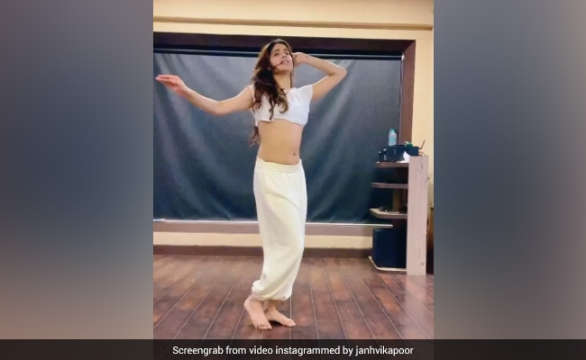 So You Think You Can Dance Like Janhvi Kapoor? We Can't